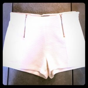 Rinned white two zip fron shorts Charlot Russe s L